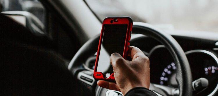 Uso cellulare alla guida - Barzi service